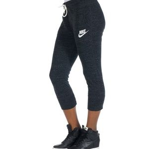 Nike Women's Sport Casual Gym Vintage Capris- NWT